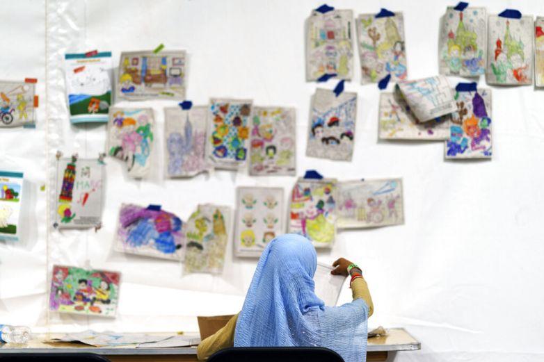 Muestra EU a evacuados afganos en Fort Bliss