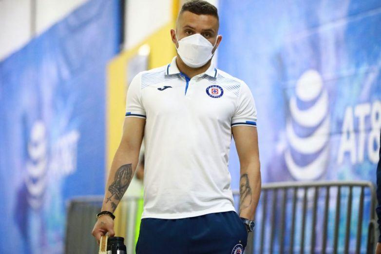 Cruz Azul pierde a 'Cabecita' Rodríguez por lesión