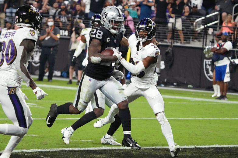 Raiders descartan a Josh Jacobs contra Steelers