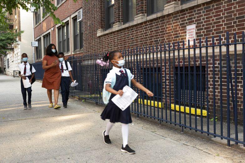 Aplicará Nueva York pruebas Covidal azar a estudiantes