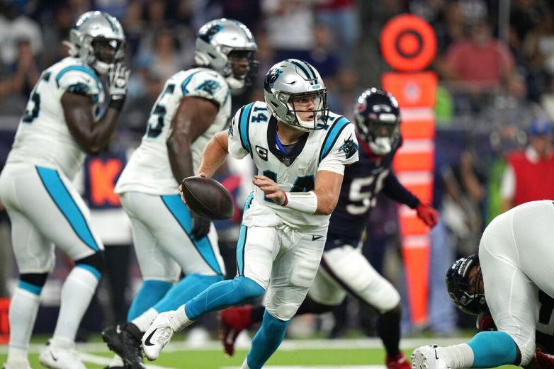 Panthers vencen a Texans y se mantienen invictos