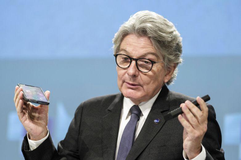 Exige UE enchufe único para cargar teléfonos