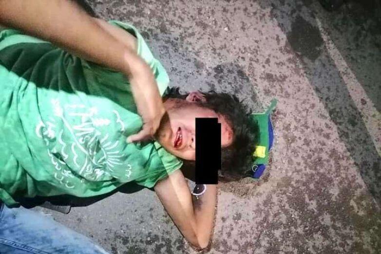 Atrapan vecinos y golpean a presunto ladrón en Chihuahua