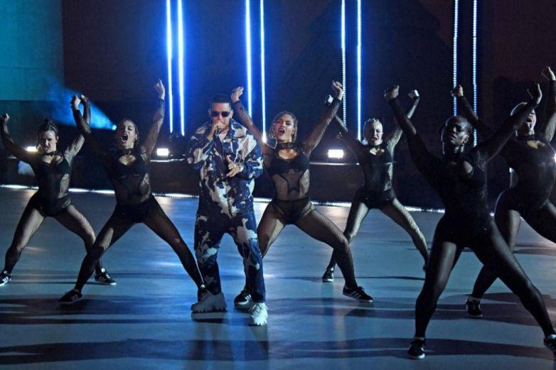 Daddy Yankee sube la temperatura en el desfile de Rihanna